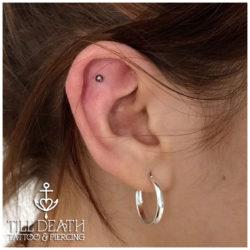 outer conch piercing, outer conch, conch, Microdermal, piersing, piercing bydgoszcz, piercing, piercing sutkow, piercing włocławek, piercing torun, piercing sutka, piercing wloclawek, percing, przekuwanie ciala, przekłuwanie języka, studio piercing bydgoszcz, piercing inowrocław, piercing ucho, piercing toruń, studio piercingu, piercing grudziądz, rozpychanie uszu, piercing ucha, piercing intymny, studio piercingu bydgoszcz, pircing bydgoszcz, kolczyk, kolczykowanie, kolczyki toruń, studio kolczyków, persing, piercing, salon piercingu, profesjonalny piercing, septum, daith, industrial, przekłucie języka, przekłuwanie ciała,